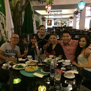 Diễn viên Trương Nam Thành và Quỳnh Thư ăn khuya ở Hồng Hải